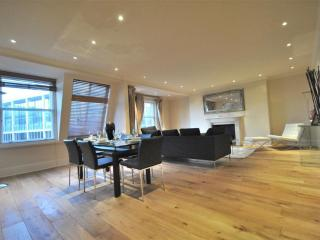 3 BR - Knightsbridge - London vacation rentals