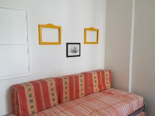 Romantic 1 bedroom Apartment in Paco de Arcos - Paco de Arcos vacation rentals
