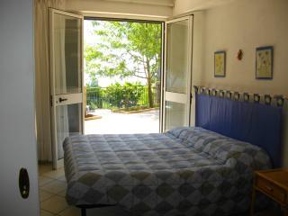 trilocale indipendente in villetta - Maratea vacation rentals