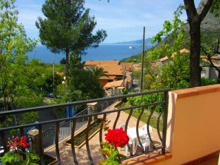 Villetta indipendente con giardino - Maratea vacation rentals