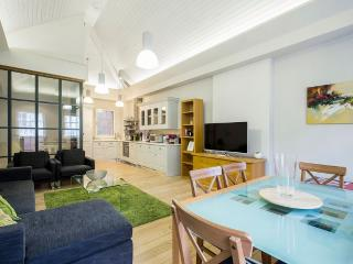Covent Garden 3 to 4-Bedroom Home (4703) - London vacation rentals