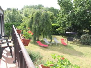 Rural views, big gardens, pet-friendly family home - Fontenay-le-Comte vacation rentals