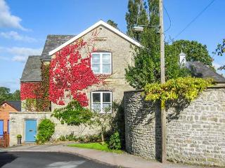 THE SCHOOL ROOM, romantic, country holiday cottage in Kington, Ref 4338 - Kington vacation rentals