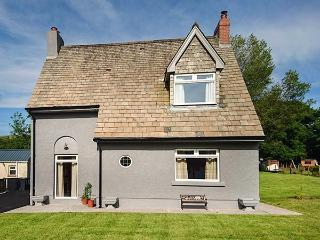 PONDFIELD GATE woodburner, enclosed gardens, WiFi, charming in Ammanford Ref 927312 - Ammanford vacation rentals