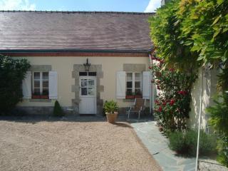 Suite privative de charme dans Longère - 6 couchages - Neuville-aux-Bois vacation rentals