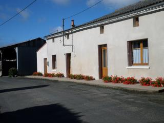 Nice 2 bedroom House in Argenton-les-Vallees - Argenton-les-Vallees vacation rentals