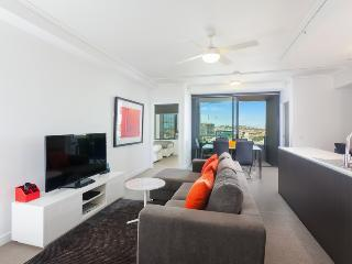 Cozy 2 bedroom Fortitude Valley Apartment with Internet Access - Fortitude Valley vacation rentals