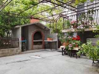 Vacation house close to sea, terrace, BBQ, parking - Podstrana vacation rentals
