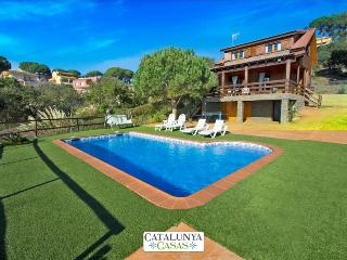 Pleasant villa for 6 in Tordera, Costa Brava, only 5km from the beach! - Tordera vacation rentals