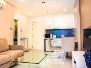 Apartment with pool access - Pattaya vacation rentals