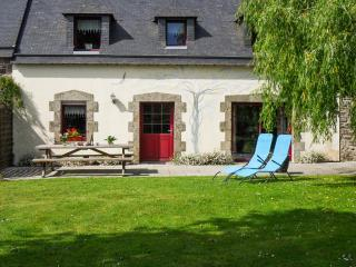 Comfortable house with flower garden - Pluvigner vacation rentals