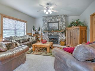 SAVE NOW-SEP 2/BEAR CREEK CABIN/Cabins@Grand Mountain/Off 76/3 King Beds/Indoor Pool/Sleeps 8 - Branson vacation rentals
