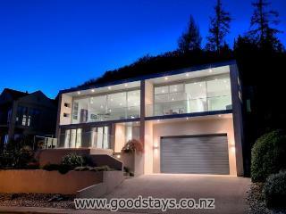 Stunning, modern home: dazzling decor, views, outdoor areas! - Queenstown vacation rentals