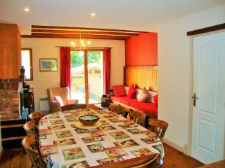 The Red House, in a village 5km from the beach - Saint-Laurent-de-la-Salanque vacation rentals