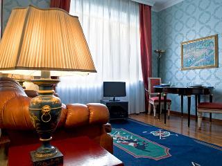SPLENDIDO BILOCALE ZONA FIERA - Milan vacation rentals