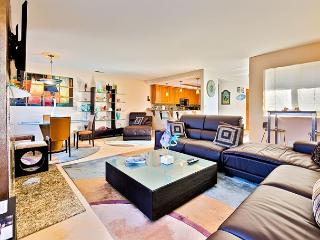 Modern Balboa Beach Property - Steps to Beach, Bay, Restaurants and the Wedge - Newport Beach vacation rentals