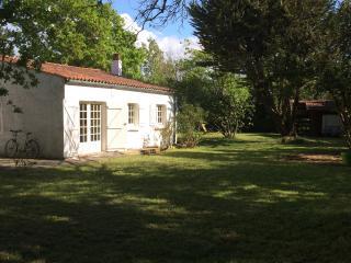 Maison de 70m² dans un parc clôturé - Ile d'Aix vacation rentals