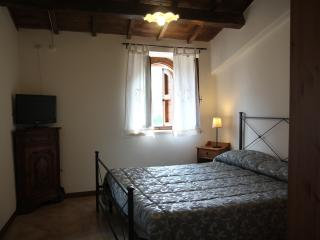 Nice House with Internet Access and Wireless Internet - Vallo di Nera vacation rentals