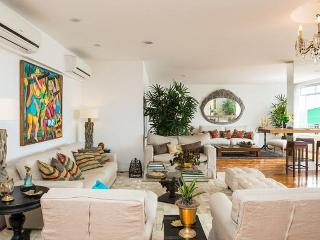 Appartement grand luxe, Copacabana - Rio de Janeiro vacation rentals
