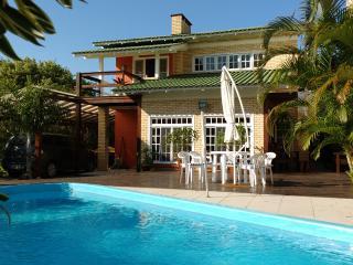 Casa com Piscina Barra de Ibiraquera - Ibiraquera vacation rentals