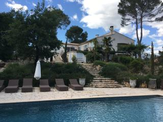 Magnificent villa , sleeps 12 , fabulous kitchen - Le Rouret vacation rentals