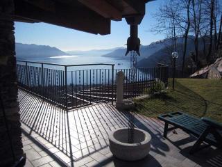 Villa Ronc D'Albert: Apartment Girasole - Maccagno vacation rentals