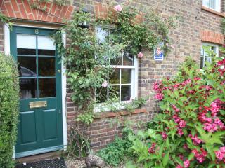 Charming 2 bedroom Rodmersham Cottage with Internet Access - Rodmersham vacation rentals