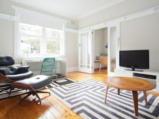 Stunning 1Bed Apartment  Sydney Nth Shore MPT23 - McMahons Point vacation rentals