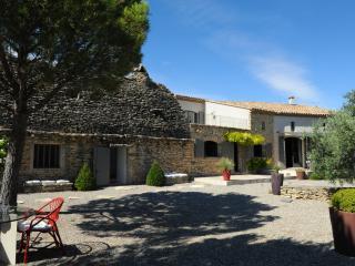 Charming Provencal Villa near Small Village - Maison Capucine - Cabrieres-d'Avignon vacation rentals