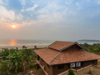 Comfortable 3 bedroom Ganpatipule Villa with Internet Access - Ganpatipule vacation rentals