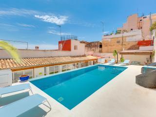 VILLA OASIS  PALMA - PRIVATE POOL & PARKING SPACE - Palma de Mallorca vacation rentals
