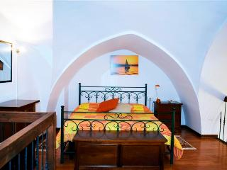 2 bedroom House with Housekeeping Included in Oria - Oria vacation rentals