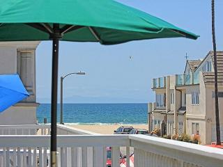 Steps to the sand in PRIME LOCATION near shopping and restaurants! - Newport Beach vacation rentals
