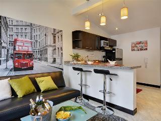 London Themed Unit Near Nightlife - Medellin vacation rentals