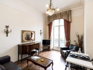 **CLASSIC Hyde Park** With BALCONY!!! *Free WI-FI* - London vacation rentals