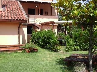 Cozy 2 bedroom Capaccio Farmhouse Barn with Garden - Capaccio vacation rentals
