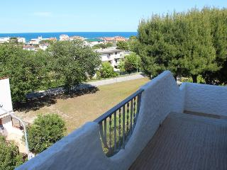 MONICA: Trilocale con giardino e balcone vista mare - Marcelli di Numana vacation rentals