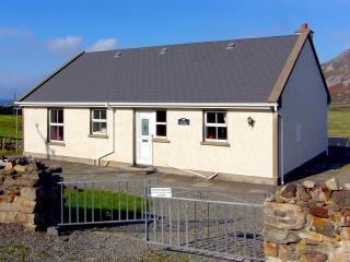 Cozy 3 bedroom Glencolmcille Cottage with Parking Space - Glencolmcille vacation rentals