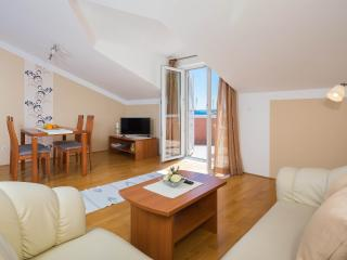 Cozy 2 bedroom Vodice Condo with Internet Access - Vodice vacation rentals