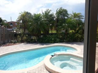 Wilton-on-the-Water: Pool and Jacuzzi Tub. - Wilton Manors vacation rentals
