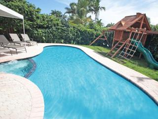 Palm Cove: Great Rates! Beaches, TV by pool. Childrens Treehouse. 4/3 Sleeps 10 - Fort Lauderdale vacation rentals