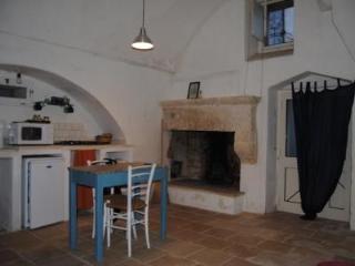 Piccola casa bianca in vicolo pedonale - Ruffano vacation rentals