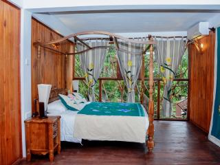 Lush Life Villa, a place to relax in comfort - Galle vacation rentals