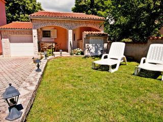 Nice 1 bedroom Peroj House with Internet Access - Peroj vacation rentals