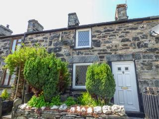3 WHITE STREET, multi-fuel stove, fantastic walking, pet-friendly, Penmachno, Ref 12584 - Penmachno vacation rentals