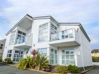 STONE'S THROW, ground floor apartment near beach, WiFi, patio, Benllech Ref 934073 - Benllech vacation rentals