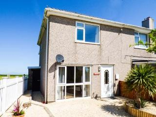 TY'R ENFYS well-appointed, enclosed garden, close to beach, WiFi, in Aberffraw Ref 928476 - Aberffraw vacation rentals