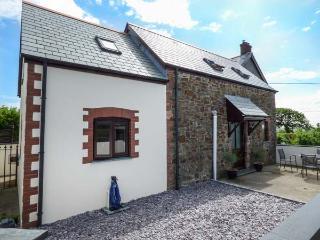 TAMAR VIEW, barn conversion on smallholding, pet-friendly, private enclosed garden, WiFi, nr Bradworthy, Ref 936884 - Bradworthy vacation rentals
