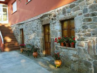 Peaceful typical Galician house in countryside near Santiago de Compostela - Raices vacation rentals