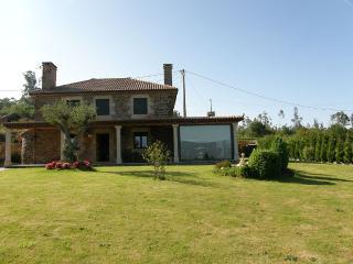 Luxury 3 bedroom villa in idyllic environment - Sigueiro vacation rentals